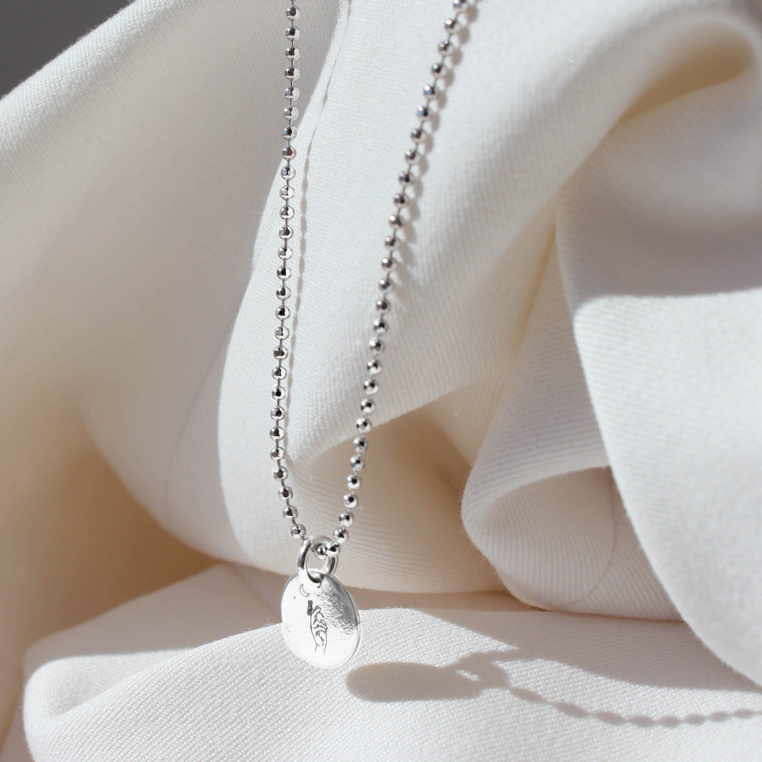 Srebrny naszyjnik z zawieszką