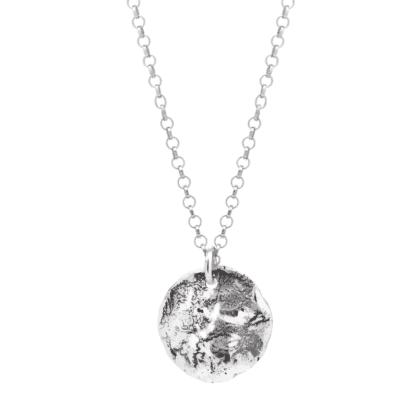 Naszyjnik ze srebra z księżycowymi kraterami na jasnym tle.