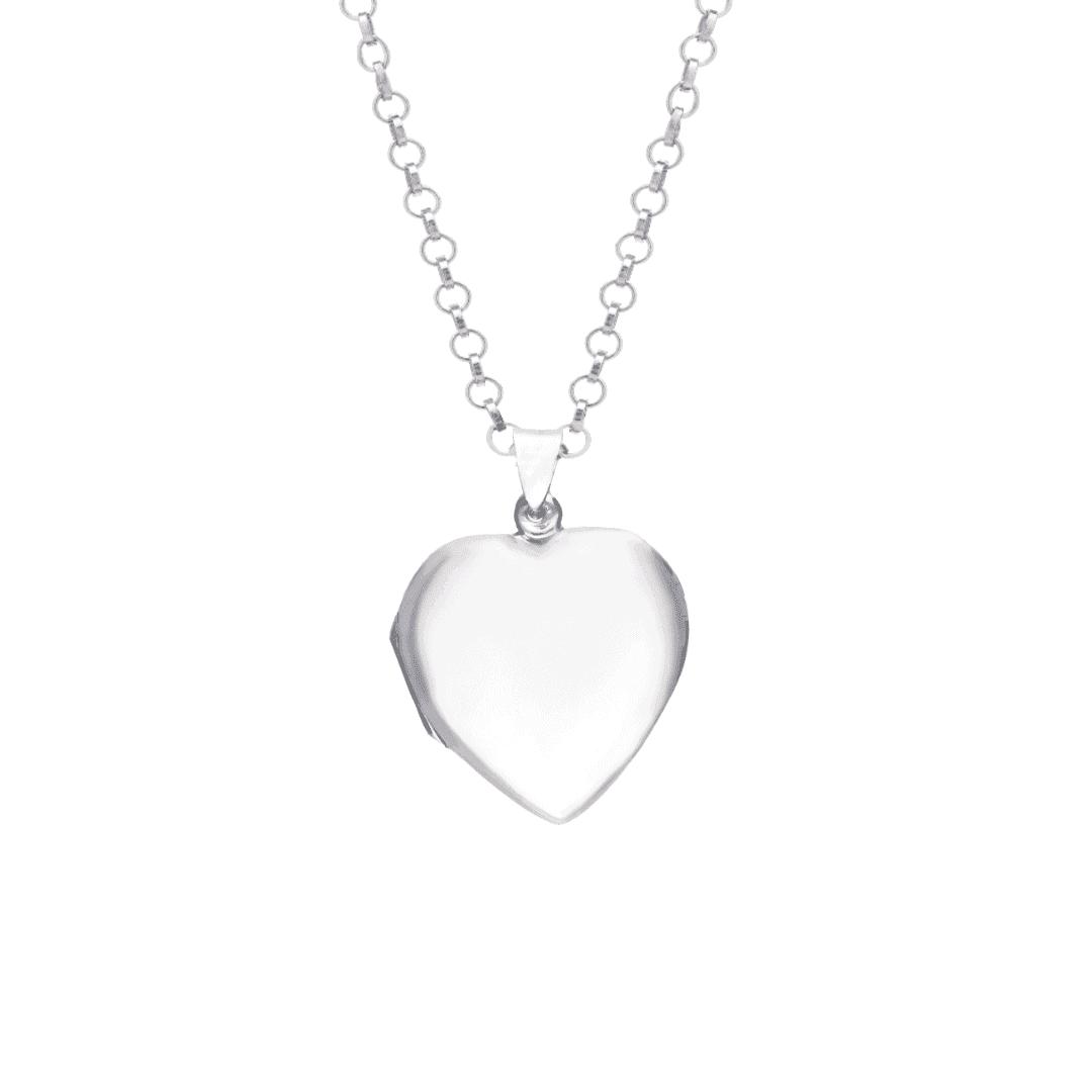 Srebrny sekretnik z grawerem w formie serca na delikatnym łańcuszku.