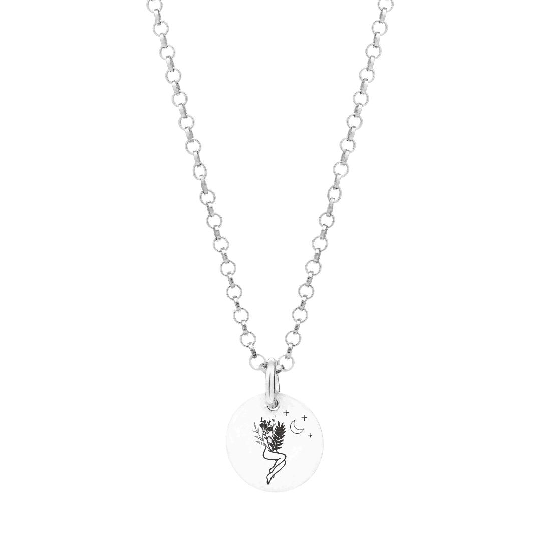Naszyjnik z grawerem zawieszką przedstawiający kobiece ciało, kwiaty i księżyc.