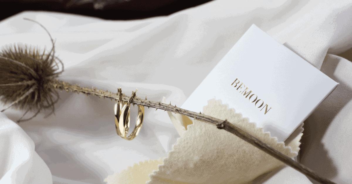 Jak dbać o złotą biżuterię