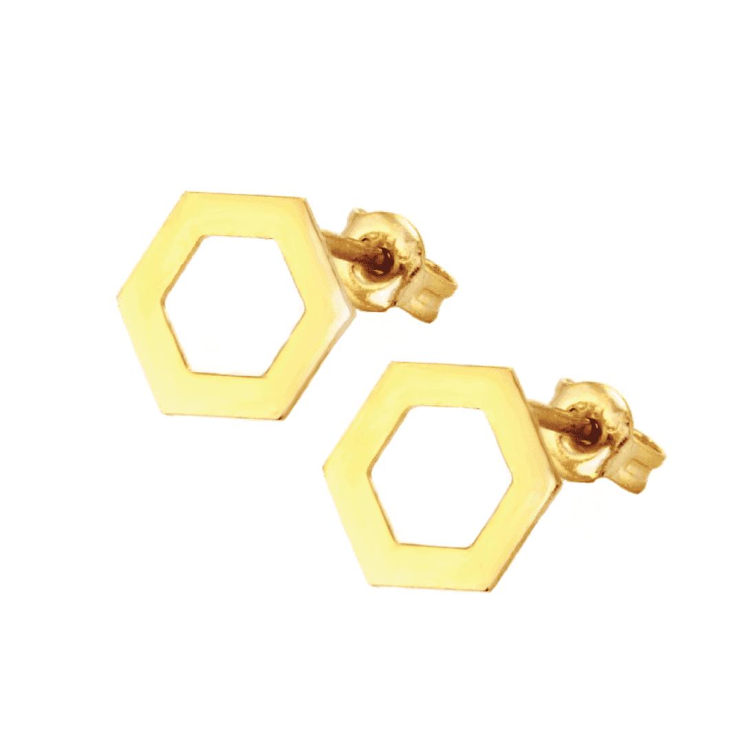 Złote kolczyki na jasnym tle w formie plastrów miodu.