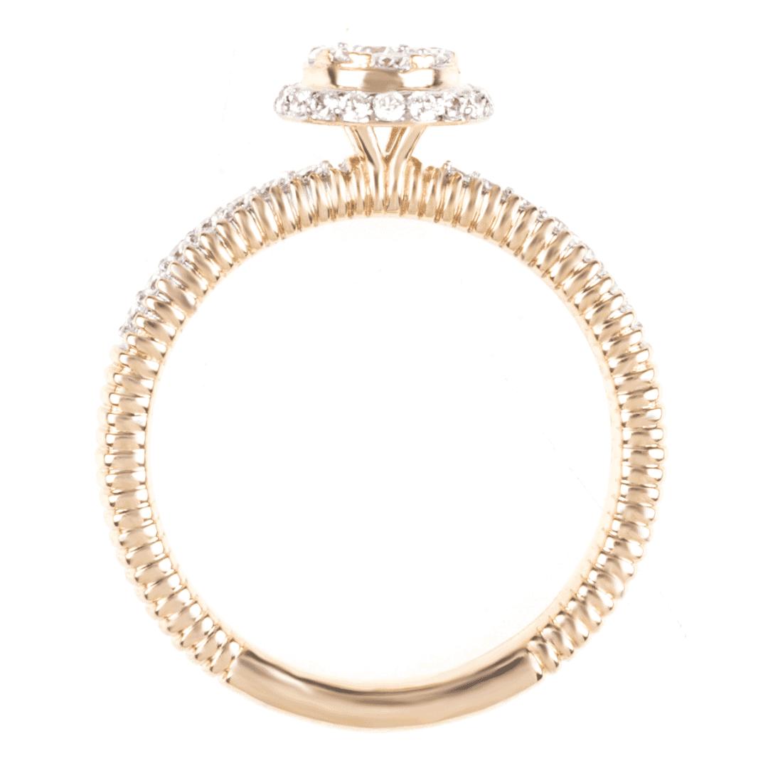 Złoty pierścionek zaręczynowy z diamentami